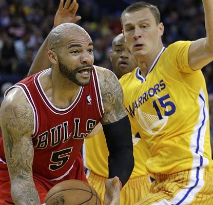 The Bulls' Carlos Boozer piles up 21 points and nine rebounds during a romp over the Warriors.  (AP)