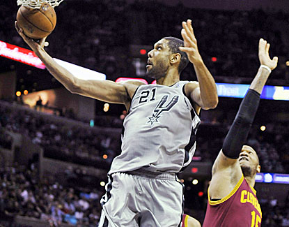 Tim Duncan shows up in fine form, scoring 30 points, grabbing 12 rebounds and blocking five shots. (AP)