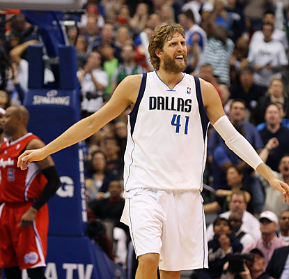 Dirk Nowitzki puts up a season-high 33 points to help the Mavs continue their push for the final West playoff spot. (USATSI)