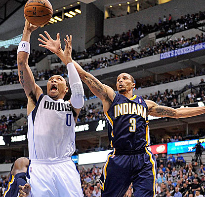 George Hill knocks the ball away from behind as the Pacers make easy work of the Mavericks.  (USATSI)