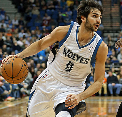 Ricky Rubio scores 17 points to go with Nikola Pekovic's double-double in a Wolves upset over OKC.  (USATSI)