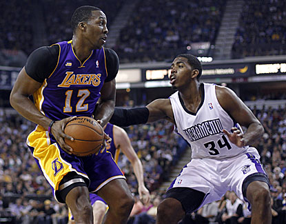 Dwight Howard is strong in the paint for the Lakers with 24 points and 15 boards in a 103-98 win in Sacramento. (USATSI)