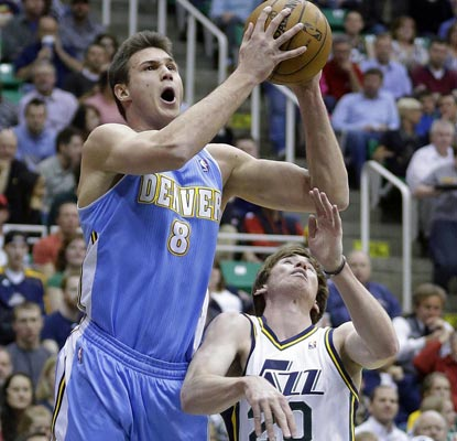 Step aside, Gordon Hayward. Danilo Gallinari scores nine straight in the fourth and finishes with 21 for the Nuggets.  (AP)