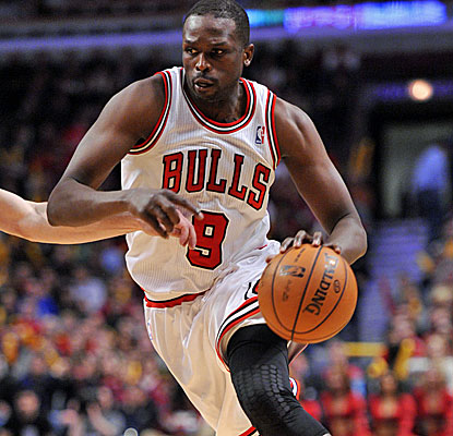Luol Deng finishes with 19 points as the Bulls avoid a potentially bad home loss to the Magic.  (USATSI)