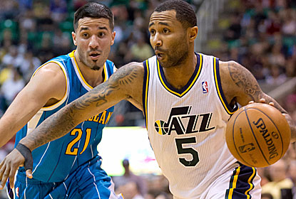 Mo Williams tries to drive baseline during Utah's home victory over the improved Hornets.  (USATSI)