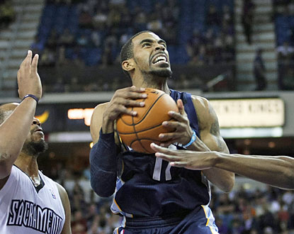 Mike Conley (25 points) sinks the winning shot to help Memphis sweep the Kings for the first time in team history. (USATSI)