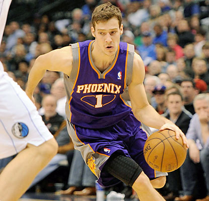 Goran Dragic (21 points, 13 assists) and the Suns put the Mavericks' playoff hopes on thin ice. (USATSI)