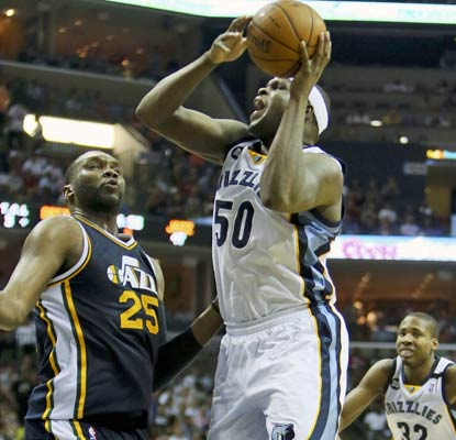 Zach Randolph has his way in the paint with 25 points and 19 boards to ruin Utah's quest for the postseason.  (USATSI)