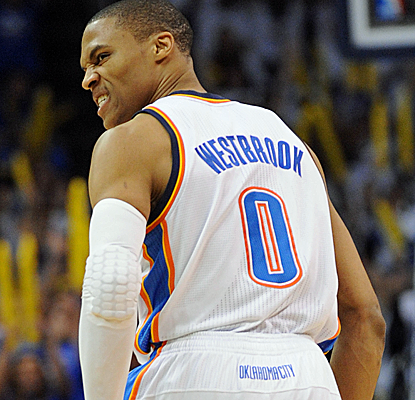 Russell Westbrook matches Kevin Durant's 29 points as the Thunder pull out the win down the stretch.  (USATSI)