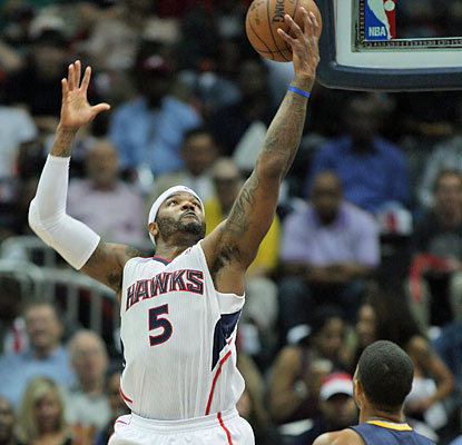 Josh Smith finishes with 29 points, 11 rebounds and four assists to help fuel the Hawks to a crucial Game 4 win. (USATSI)