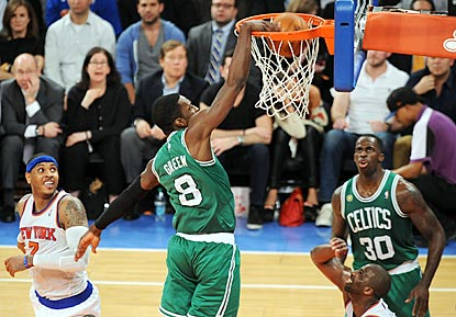 Jeff Green continues his strong postseason play, scoring 18 points on 5-of-8 shooting to extend the Celtics' season.  (USATSI)