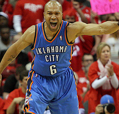 Derek Fisher knocks down some big 3-pointers down the stretch as the Thunder escape the Rockets.  (USATSI)