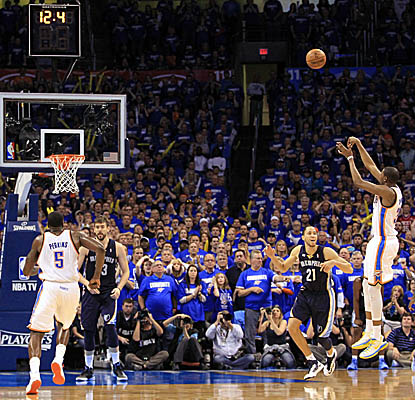 Kevin Durant's jumper puts the Thunder ahead with 11.1 seconds to go in Game 1 in Oklahoma City. (Getty Images)