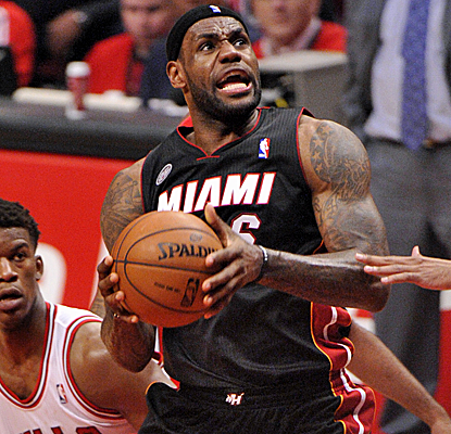 LeBron James hardly breaks a sweat in scoring 27 points to pace the Heat to a 3-1 series lead.  (USATSI)