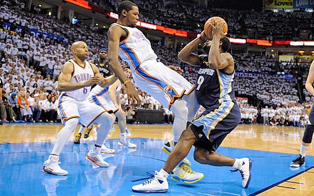 Is Kevin Durant flopping? If so, a rule to fine him is under fire.  (USATSI)