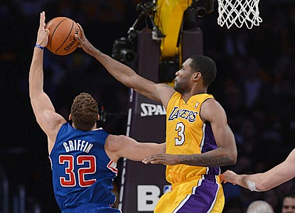 Shawne Williams blocks a shot by Blake Griffin, who does not register a point or a field-goal attempt in the fourth quarter.  (USATSI)