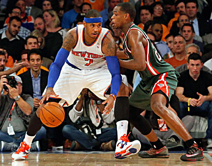 Carmelo Anthony scores 19 points and grabs 10 rebounds to help the Knicks survive the Bucks' late rally. (USATSI)