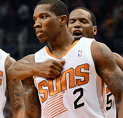 Eric Bledsoe knocks in the game-winning 3-pointer with less than a second to play as the Suns beat the Jazz.  (USATSI)