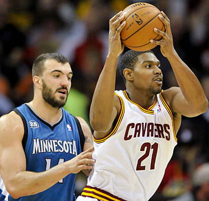 Andrew Bynum logs 19 minutes off the bench and finishes with 10 points and four rebounds in the win. (USATSI)
