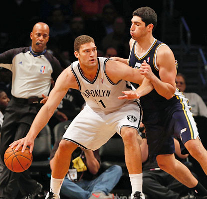 Brook Lopez leads the way for the Nets with a game-high 27 points as they end a four-game skid against Utah. (USATSI)
