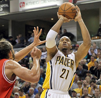 David West puts up 17 points for the Pacers along with a game-high 13 rebounds against the Bulls. (USATSI)