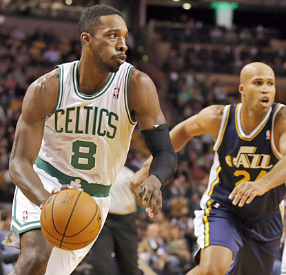 Jeff Green plays a team-high 36 minutes and provides 18 points along with four assists in Boston's first W. (USATSI)