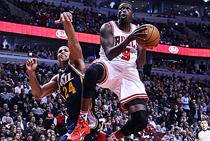 Luol Deng -- one of five Bulls to score in double figures -- turns in 19 points with 11 boards, nine assists and five steals. (USATSI)