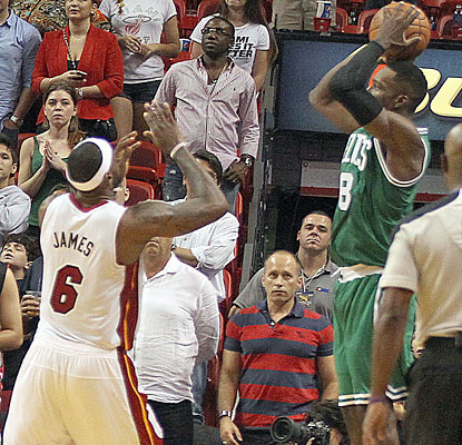 Jeff Green sinks the game-winning 3 at the buzzer to help the Celtics stun the Heat for their third straight win. (Getty Images)