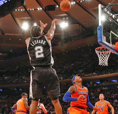 Kawhi Leonard collects 18 points and the Spurs have no trouble dismissing the struggling Knicks at Madison Square Garden.  (USATSI)