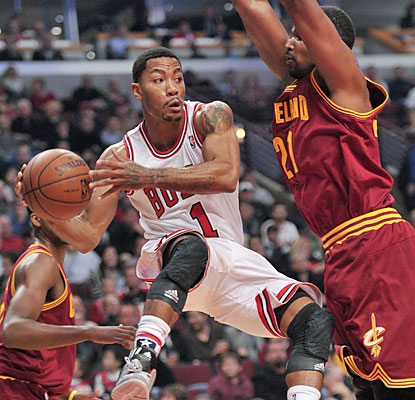Derrick Rose finishes with 16 points on 8 of 21 shooting before exiting in the fourth with a hamstring injury. (USATSI)