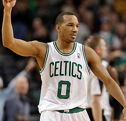 Avery Bradley takes advantage of a soft Orlando defense to score 24 points in the Celtics' fourth straight win.  (USATSI)