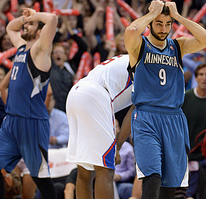 The Clippers escape at home after a Kevin Love tip-in falls off the rim as the final buzzer sounds.  (USATSI)