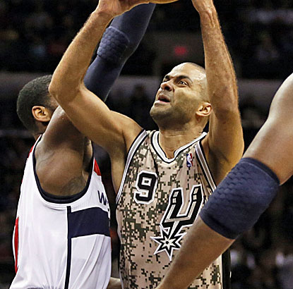 A very efficient Tony Parker shreds the Wizards defense, making 7 of his 9 shots in the game. (USATSI)