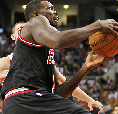 Luol Deng scores 19 points to lead the Rose-less Bulls, who pick up their first road win of the season.  (USATSI)