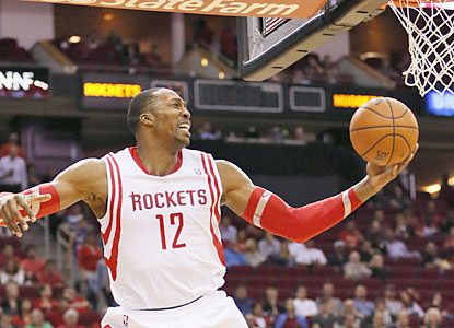 Dwight Howard takes over the fourth quarter, scoring 18 of his 25 points, including 13 of 19 free throws from the line. (USATSI)
