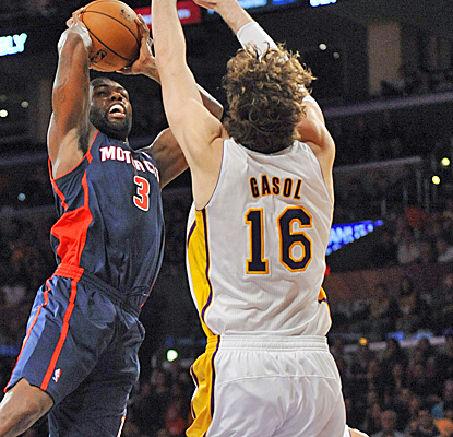 The Lakers clamp down in the third quarter, holding the Pistons to just 15 points en route to an easy win.  (USATSI)