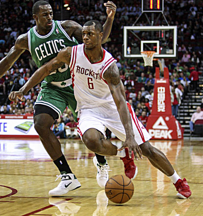 Terrence Jones scores a career-high 24 points and grabs nine rebounds in the Rockets' win. (USATSI)