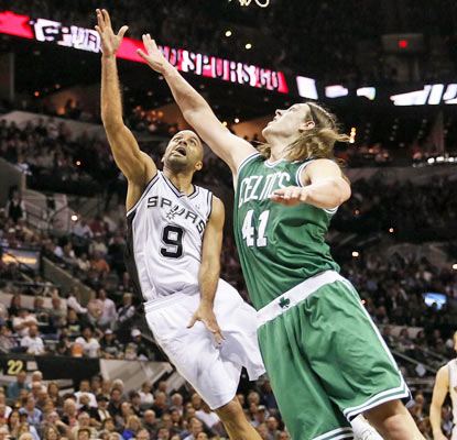 The Spurs keep their home record spotless thanks in part to Tony Parker's 19 points against the skidding Celtics.  (USATSI)