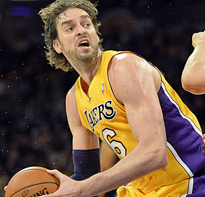 Pau Gasol scores 24 points to go with 10 rebounds as the Lakers wear down the shorthanded Warriors. (USATSI)