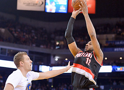 LaMarcus Aldridge dominates with 30 points and 21 rebounds as the Blazers extend their win streak to 10. (USATSI)