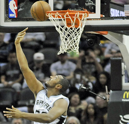 Boris Diaw (13 points) and the Spurs match their best start after 14 games and remain perfect at home this season. (USATSI)