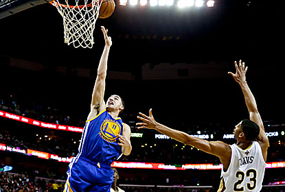 Klay Thompson plays a key role in the win, scoring 22 points to go with a career high-tying eight assists. (USATSI)