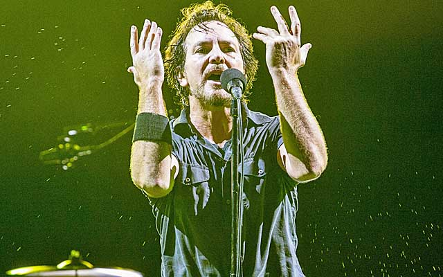 Eddie Vedder has some NBA thoughts to share.  (USATSI)