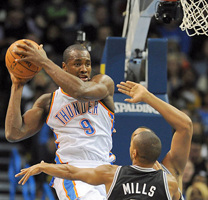 Serge Ibaka provides 17 points, 11 rebounds and five blocks as the Thunder improve to 7-0 at home. (USATSI)