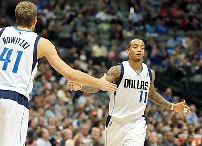 Dirk Nowitzki and Monta Ellis combine for 47 points as the Mavs use a big fourth quarter to put away the Bobcats. (USATSI)
