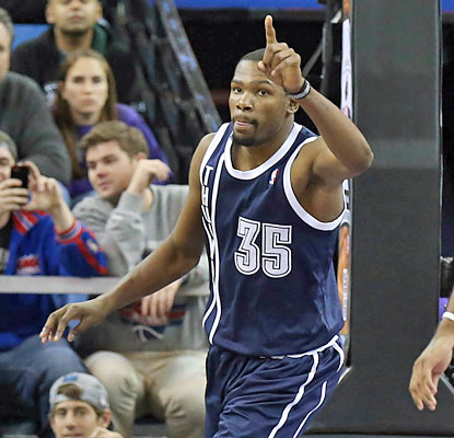 Kevin Durant (27 points) and the Thunder do enough to hold off the Kings for their eighth consecutive win. (USATSI)