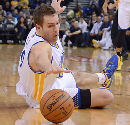 David Lee (18 points) and the Warriors snag the victory away from the Raptors, who squander a 27-point lead in the second half. (USATSI)