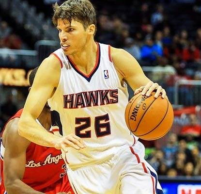 Kyle Korver gets a season-high 23 points and hits a 3-pointer in his record-tying 89th consecutive game.  (USATSI)