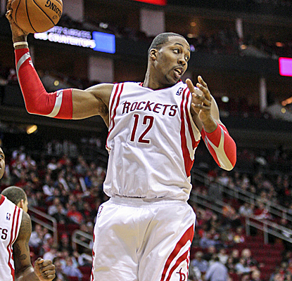Dwight Howard scores 22 points to go with 18 boards as the Rockets dominate the Warriors from start to finish.  (USATSI)