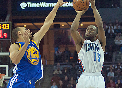Kemba Walker and Stephen Curry go back and forth, with Walker and the Bobcats getting away with the win.  (USATSI)